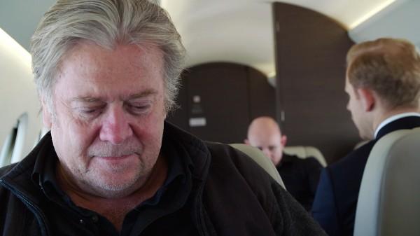 Steve Bannon dans un train