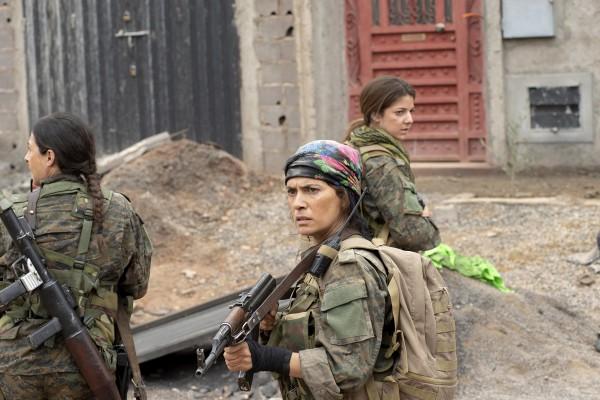 Personnage, Maya Sansa, Esther Garrel