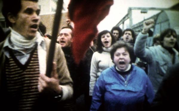 Grévistes chantant L'Internationale - « Le Dos au mur »
