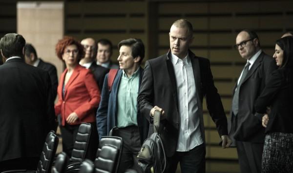 Christos Loulis au centre, personnages