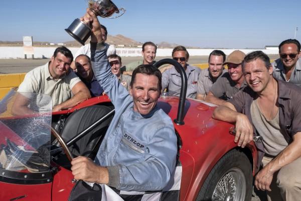 Christian Bale au centre, personnages