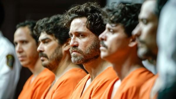 Edgar Ramirez au centre, personnages