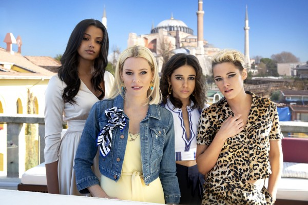 Ella Balinska, Elizabeth Banks, Naomi Scott, Kristen Stewart