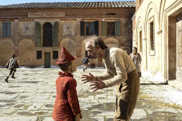 Federico Ielapi (Pinocchio), Roberto Benigni (Geppetto)