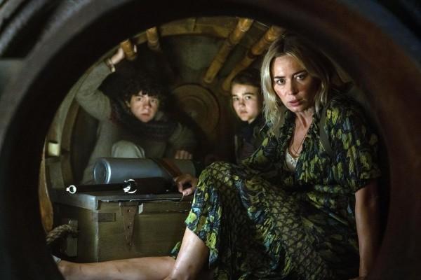 Noah Jupe (Marcus Abbott), Millicent Simmonds (Regan Abbott), Emily Blunt (Evelyn Abbott)