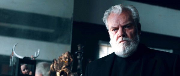Peter Jason (père Lambert)