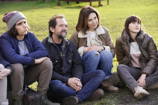 Baptiste Clavelly (Etienne Pottier), Stéphane De Groodt (Jérôme Pottier), Elsa Zylberstein (Audrey Pottier), Chine Thybaud (Juliette Pottier)