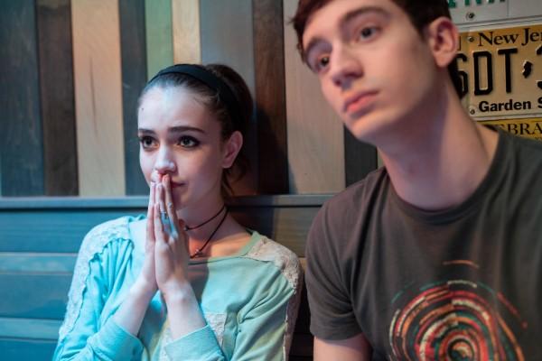 Talia Ryder (Skylar), Theodore Pellerin (Jasper)