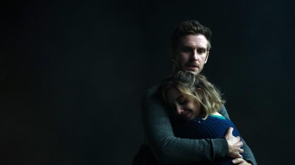 Dan Stevens (Charlie), Alison Brie (Michelle)