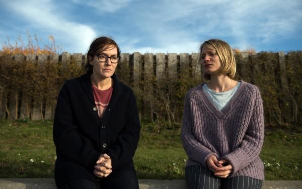 Kate Winslet (Jennifer), Mia Wasikowska (Anna)