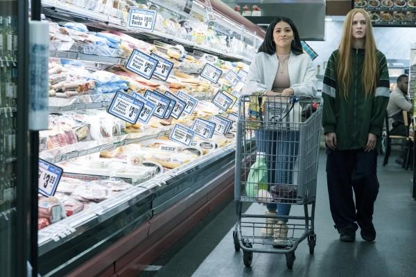 Gina Rodriguez (Melanie), Evan Rachel Wood (Old Dolio)