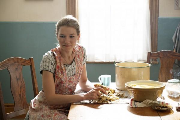 Hannah Gross (Gwen)