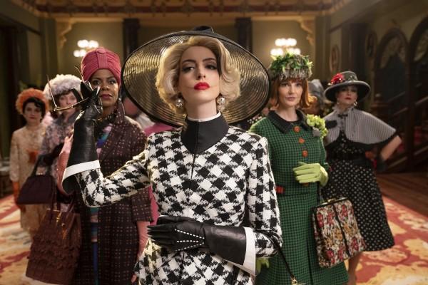 Eugenia Caruso (Consuella), Penny Lisle (une socière), Josette Simon (Zelda), Anne Hathaway (la grande sorcière), Orla O'Rourke (Saoirse), Ana-Maria Maskell (Esmeralda)