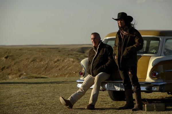 Kevin Costner (George Blackledge), Booboo Stewart (Peter Dragswolf)