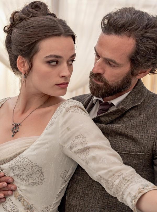 Emma Mackey (Adrienne Bourgès), Romain Duris (Gustave Eiffel)