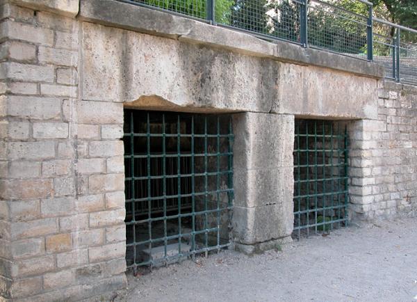 Anonyme - cages pour animaux - Arènes de Lutèce