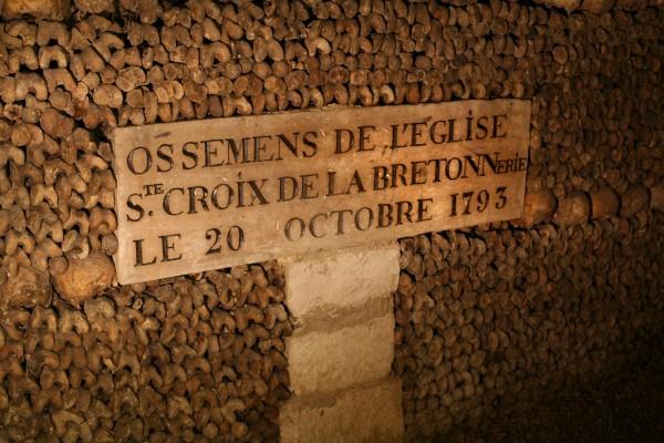 Plaque ossements de l'église Sainte Croix de la Bretonnerie