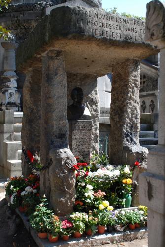 ombe d'Allan Kardec. Cimetière du Père Lachaise, Paris. septembre 2009