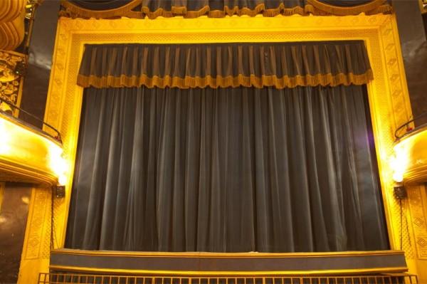 Théâtre Daunou : rideau