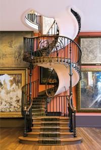 Escalier des ateliers du musée Gustave Moreau, Paris.