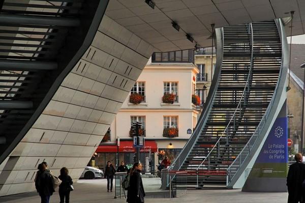 L'escalier du Palais des Congrès