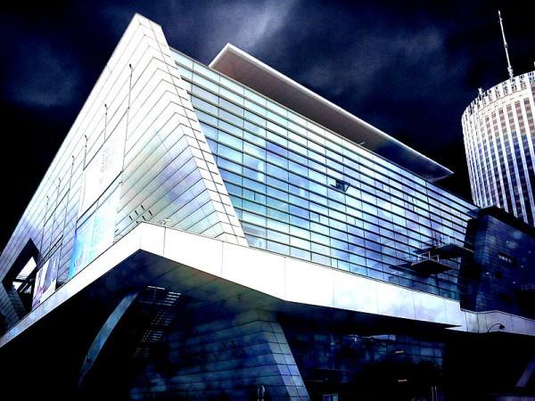 Le Palais des Congrès de Paris de nuit