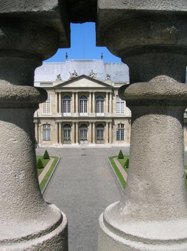 Hôtel de Soubise, Vue du haut des colonnades.