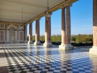 Vue du péristyle du Grand Trianon