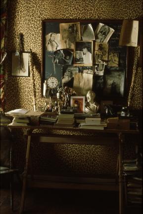La Maison de Jean Cocteau à Milly-la-Foret, v. 1992 Le bureau Photo Erica Lennard