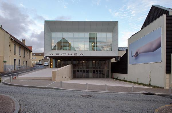 Vue de la façade du musée Archéa