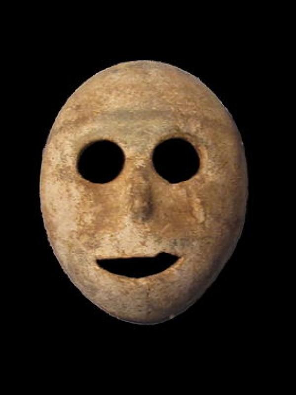 Masque en pierre de la période néolithique pré-céramique