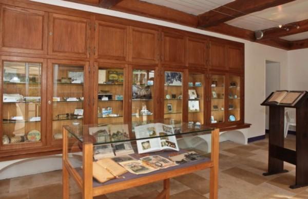 Musée du Sucre d'orge : vitrines