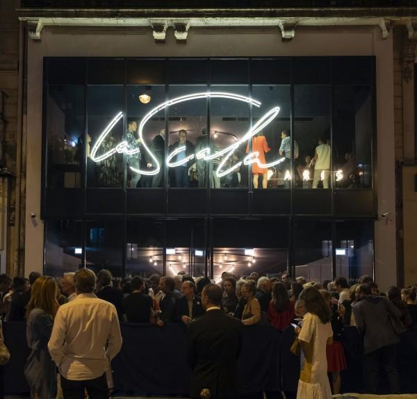La Scala Paris : Façade de nuit