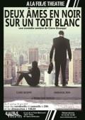 Deux âmes en noir sur un toit blanc à la Folie Théâtre