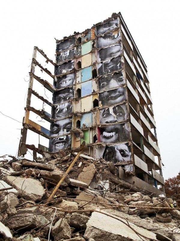 28 Millimètres, Portrait d'une génération, B11, destruction #2, Montfermeil, France, 2013.