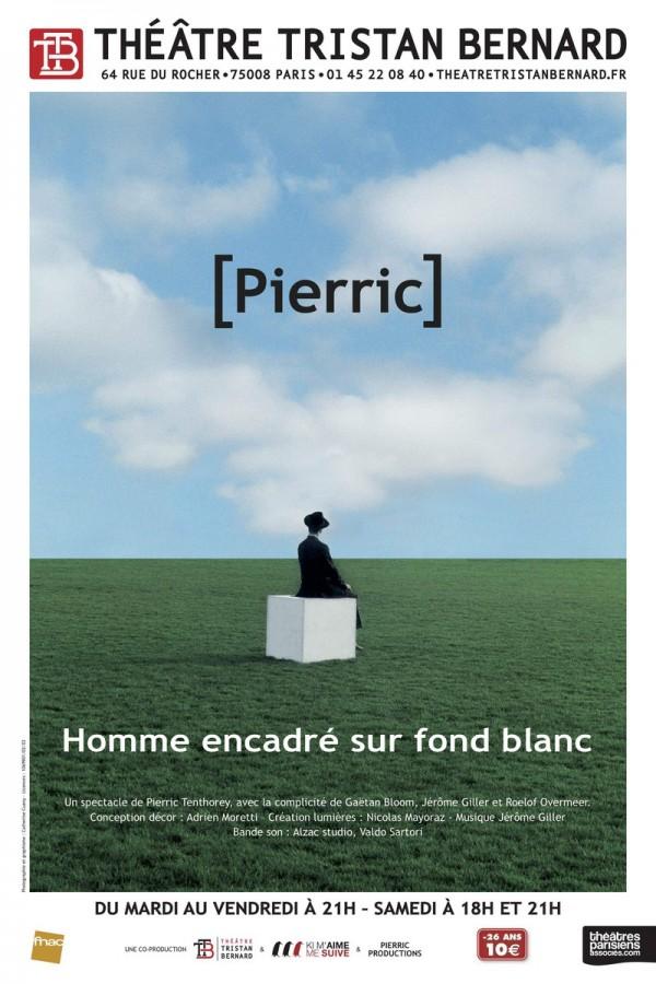 Homme encadré sur fond blanc au Théâtre Tristan-Bernard