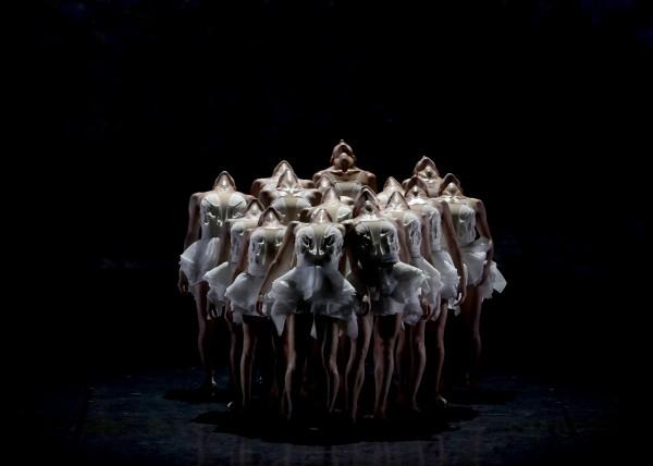 Le Lac des cygnes, chorégraphie Angelin Preljocaj