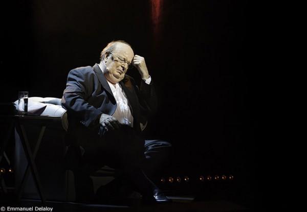 Bernard Mabille assis