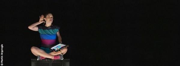 Avec blablabla, Joris Lacoste et Emmanuelle Lafon orchestrent pour la première fois l'Encyclopédie de la parole à hauteur d'enfants.